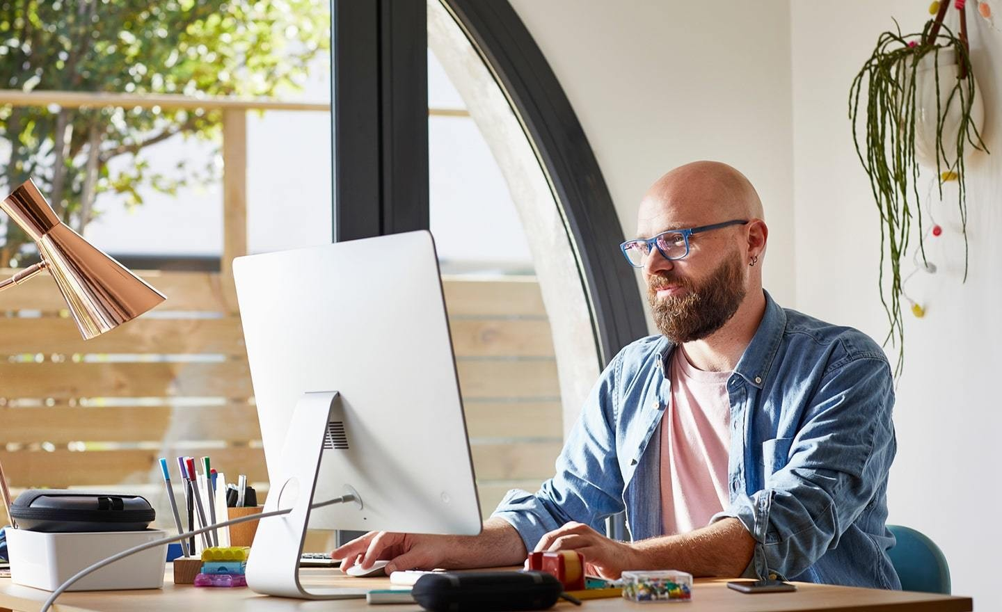 Man working at computer in home office 1